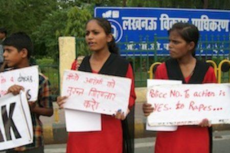 RED BRIGADE protesta contro la violenza sulle donne