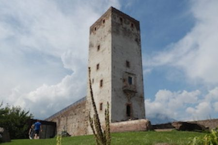 CASTEL FIRMIAN a Bolzano: scorci di Oriente